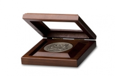 Solid Walnut Medallion Box With 3 Rout & Glass Lid